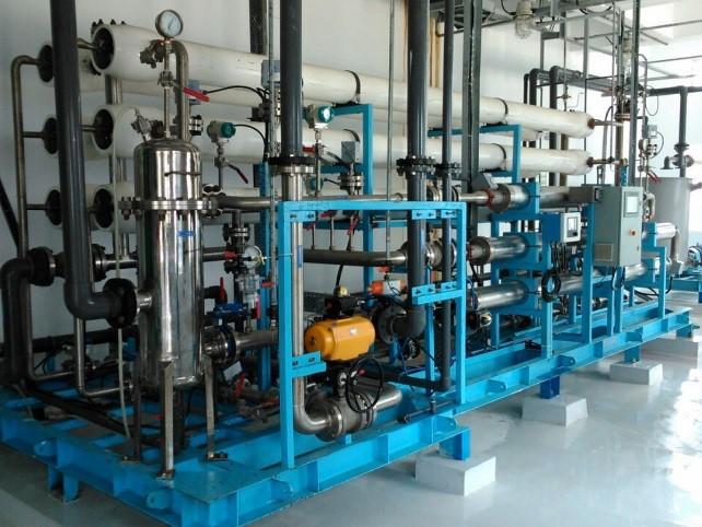 دستگاه تصفیه آب صنعتی RO چیست و طرز کار آن ؟1 - دستگاه تصفیه آب صنعتی RO چیست و نحوه عملکرد آن